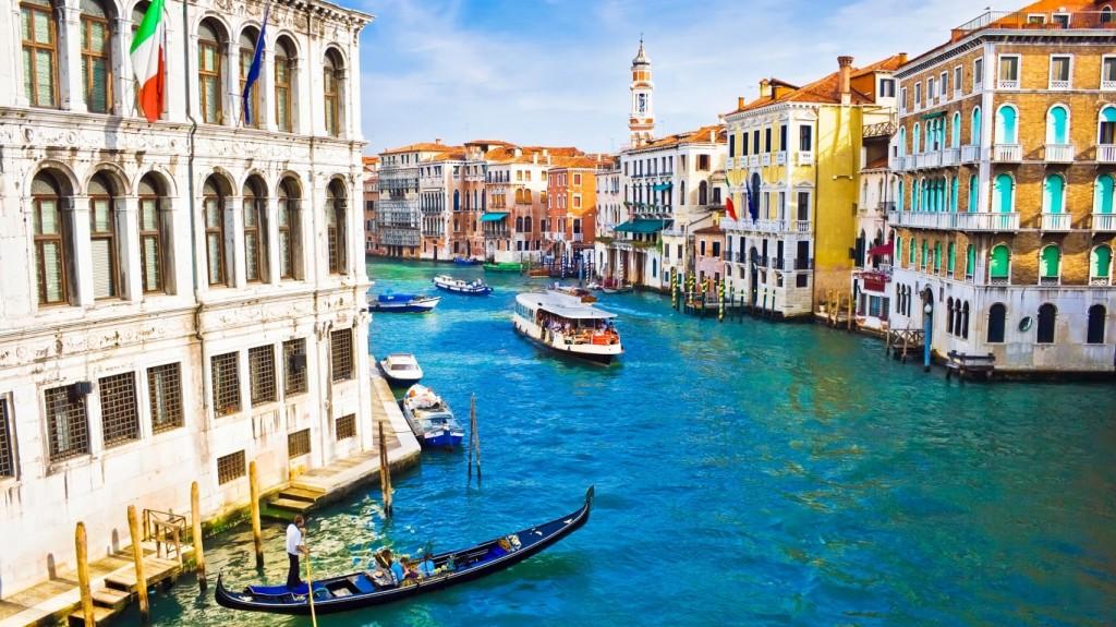 House-Canal-Venice-Italy-768x1366